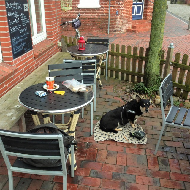 IMilla und ich im kleinen schönen Cafe