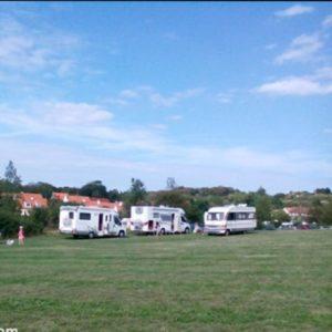 Wissant und die camping Wiese hinter dem Parkplatz