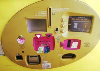 Automat für die Maut Bezahlung, auch so kann ein Automat aussehen. Ticket rein, Betrag wird angezeigt, zahlen, Rückgeld, weiter gehts!
