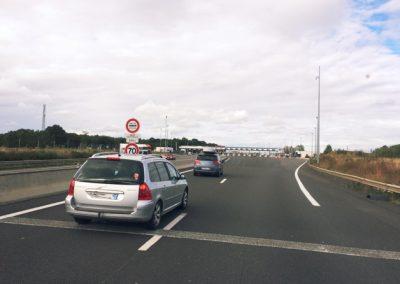 Kurz vor einer Maut Station in Frankreich. Alles ganz entpannt! Die Reihen ganz rechts sind für LKW's ohne Höhenbeschränkung