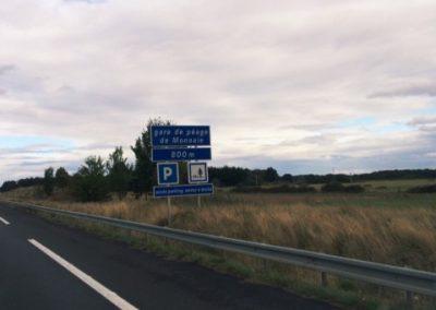 """So funktionieren Mautstellen, der typische """"Peage Hinweis"""" kurz vor einer Maut Station in Frankreich"""