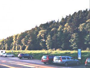 Frei stehen mit dem Womo am Göta Kanal, der Kanal liegt direkt hinter der Wiese