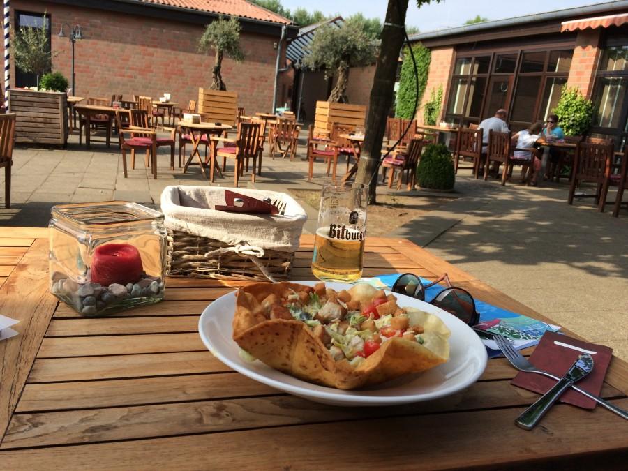 Der Biergarten auf dem Campingpark Wissweler See ist sehr schön angelegt und hat extrem freundliches Personal.