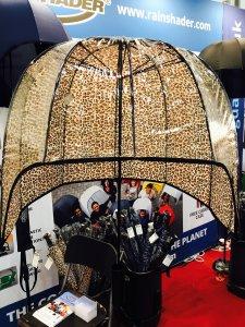 Eine Haube als Regenschirm