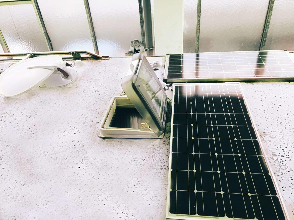 Neues Dach Heki, neues Alden Solarpanel, neue Alden Sat-Analge