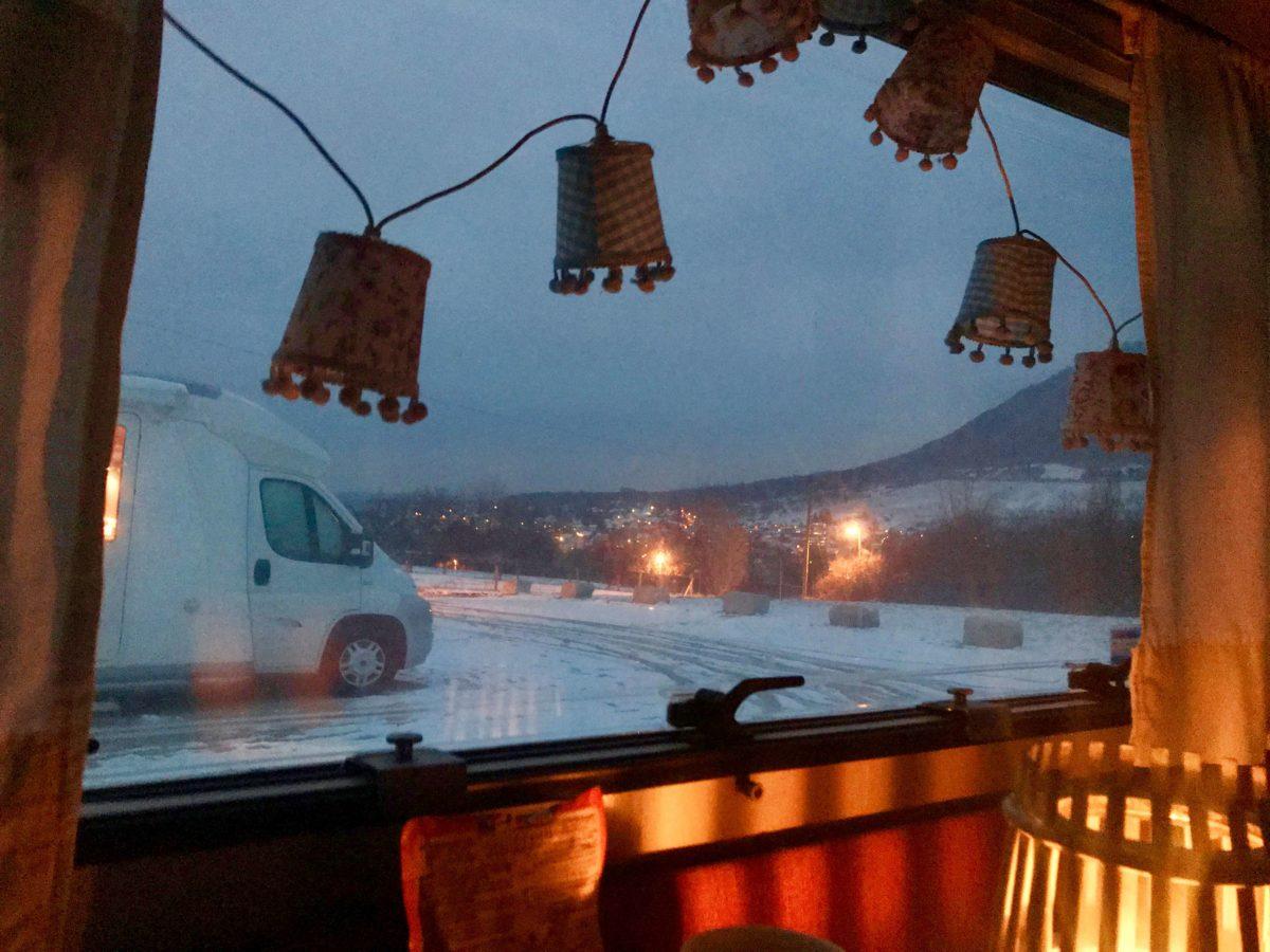 Camper Gefühlsachterbahn beim Wintercamping