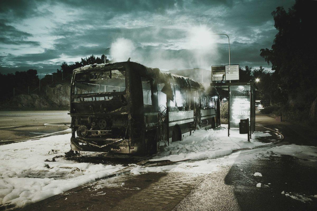 Ausgebrannter Bus... könntest Du helfen?