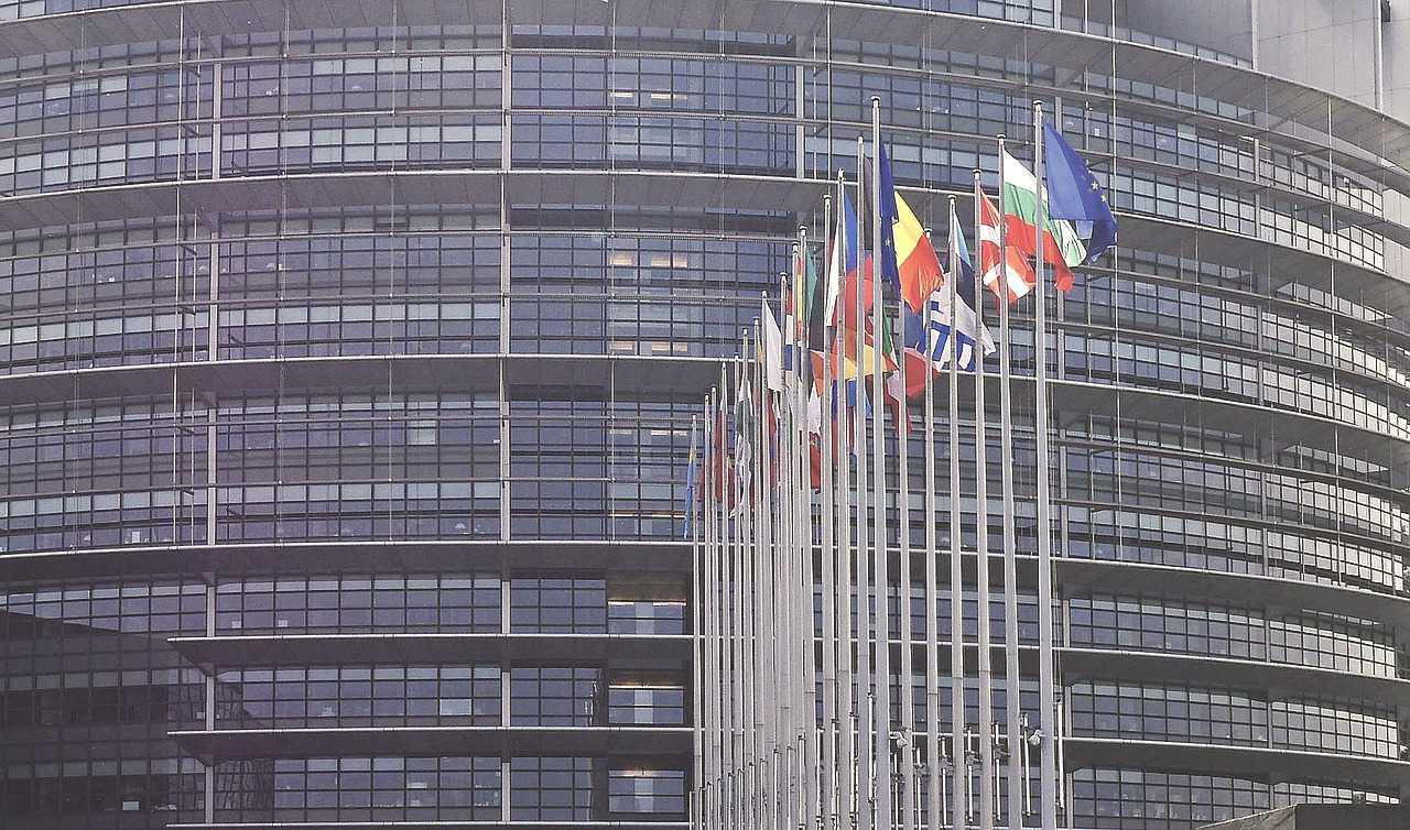 Vor dem EU Parlament in Brüssel
