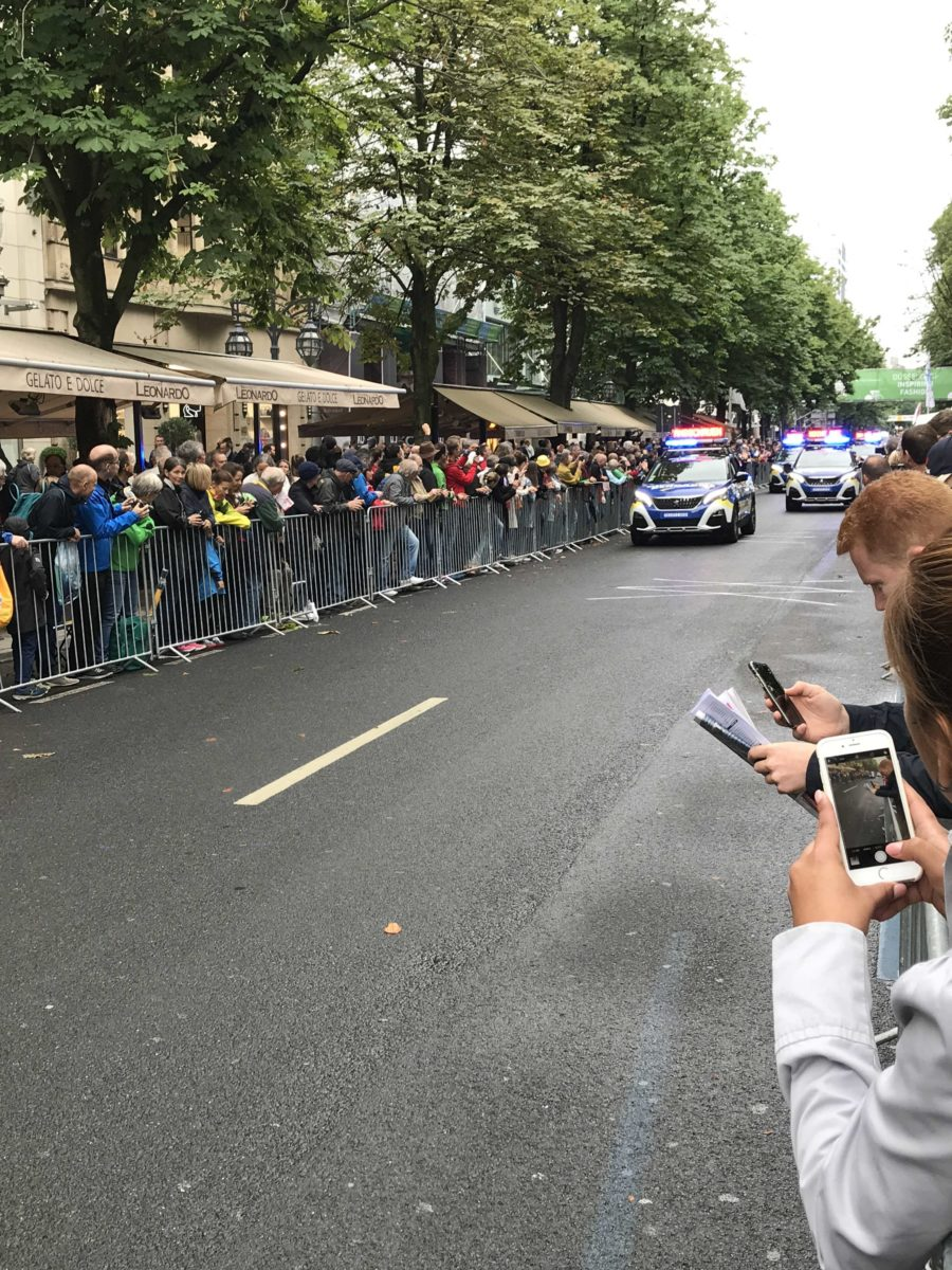Sponsorenparade bei der Tour de France