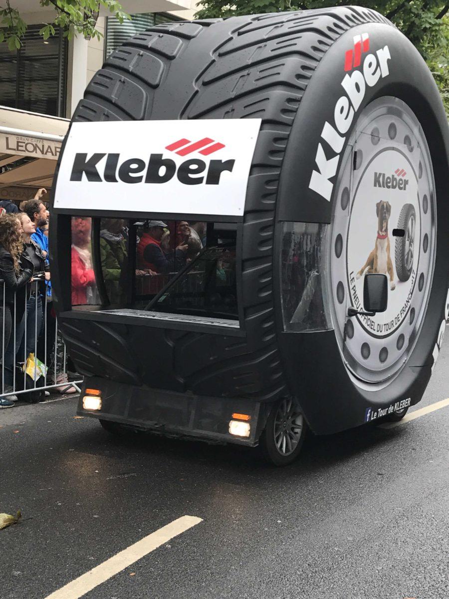 Besondere Autos bei der Tour de France