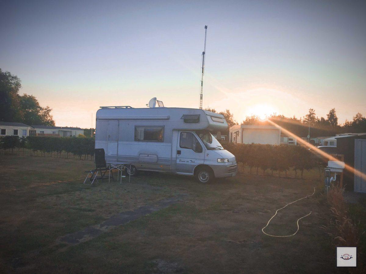 Camping Idylle im Sonnenuntergang