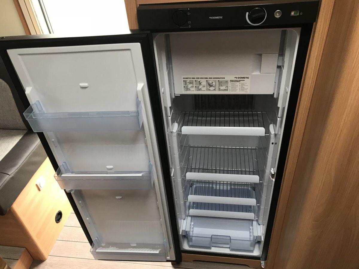 Kühlschrank im Wohnmobil OrangeCamp