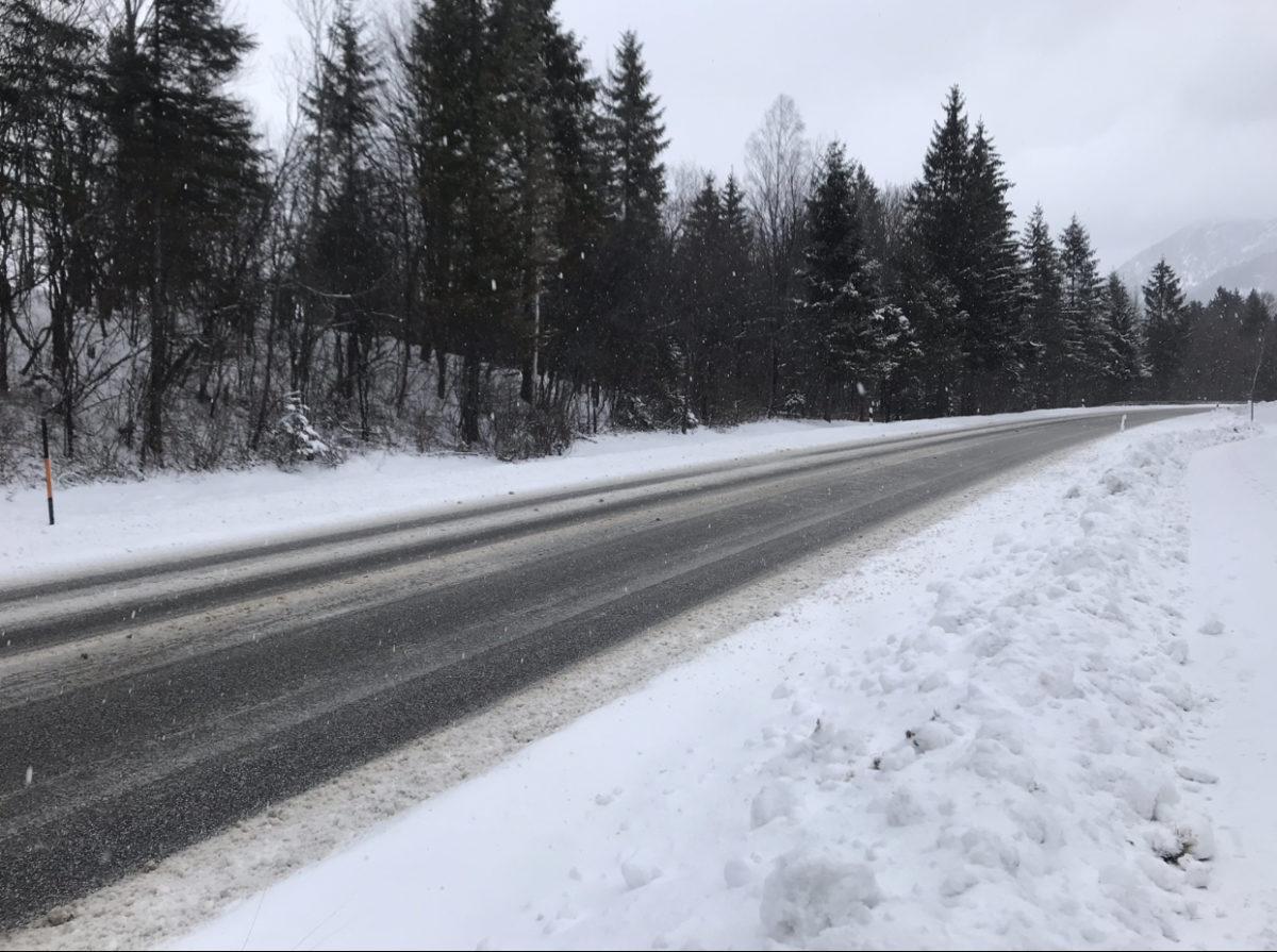 Super Strassen beim Wintercamping in den Bergen