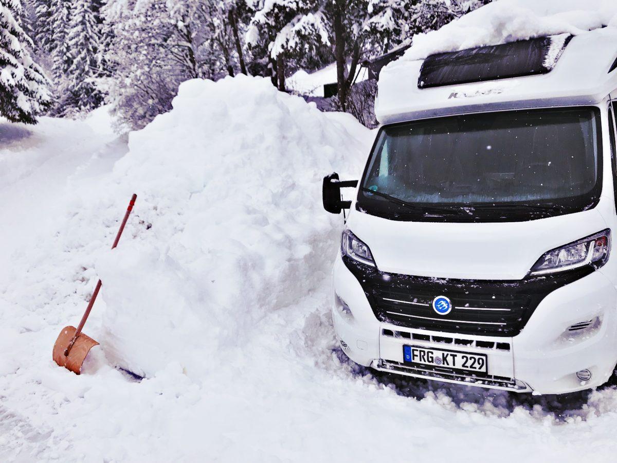 Schneeschieber Wintercamping