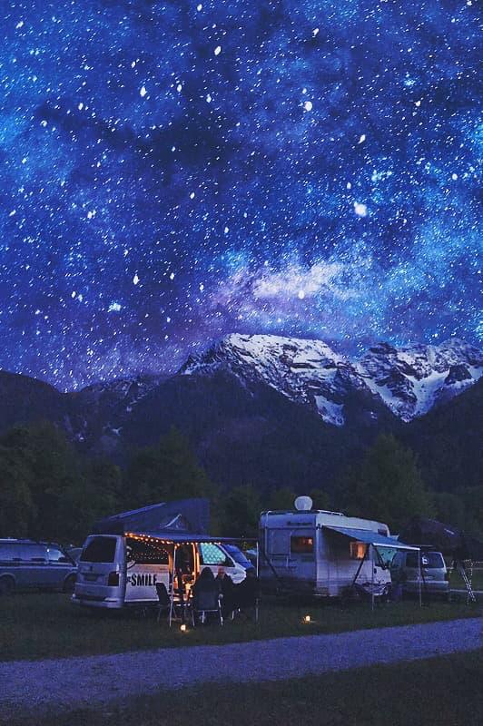 Camper Festival GoS, camping in den Bergen unter Sternenhimmel