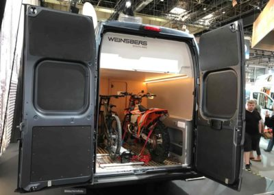 Transport CUV und Camping Van Outlaw