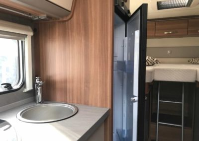 Der Cara Compact mit großem Kühlschrank