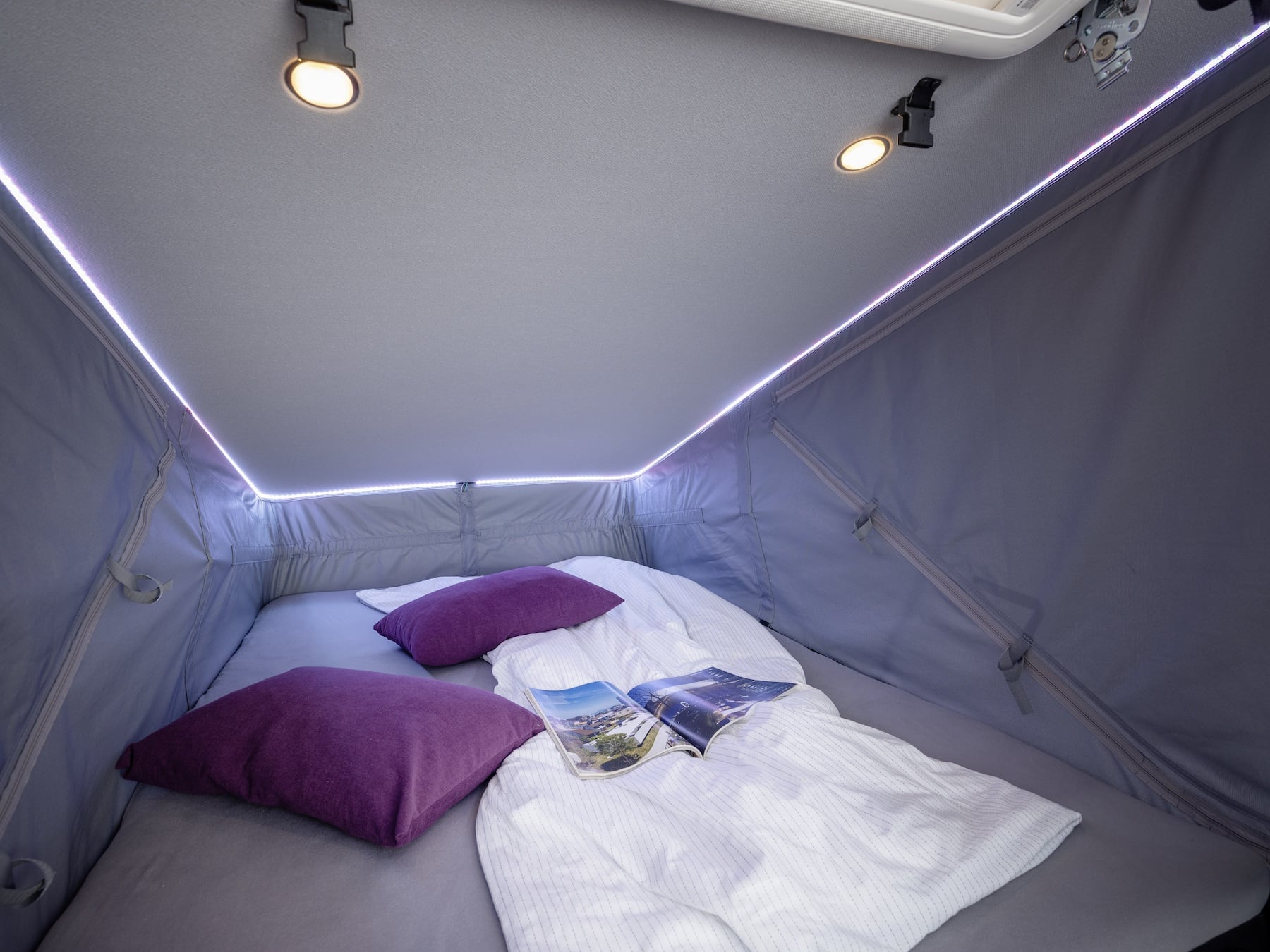 Die LED Leiste im Hochdach sorgt auch nachts für eine angenehme Beleuchtung