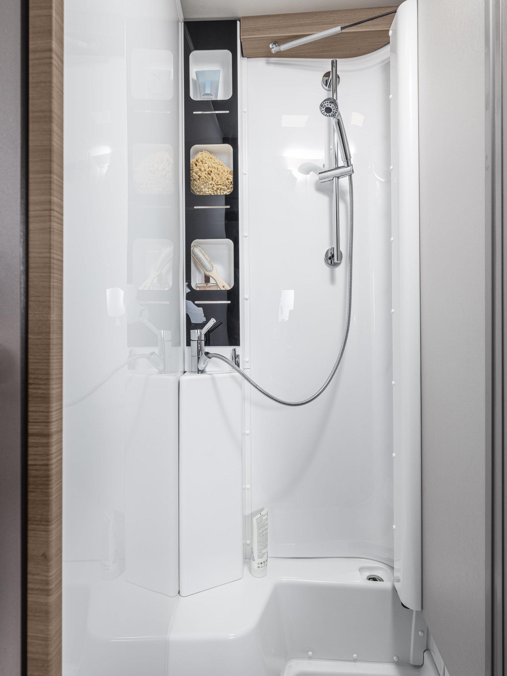 Und Zauberei... so wird aus einem Bad eine Dusche.