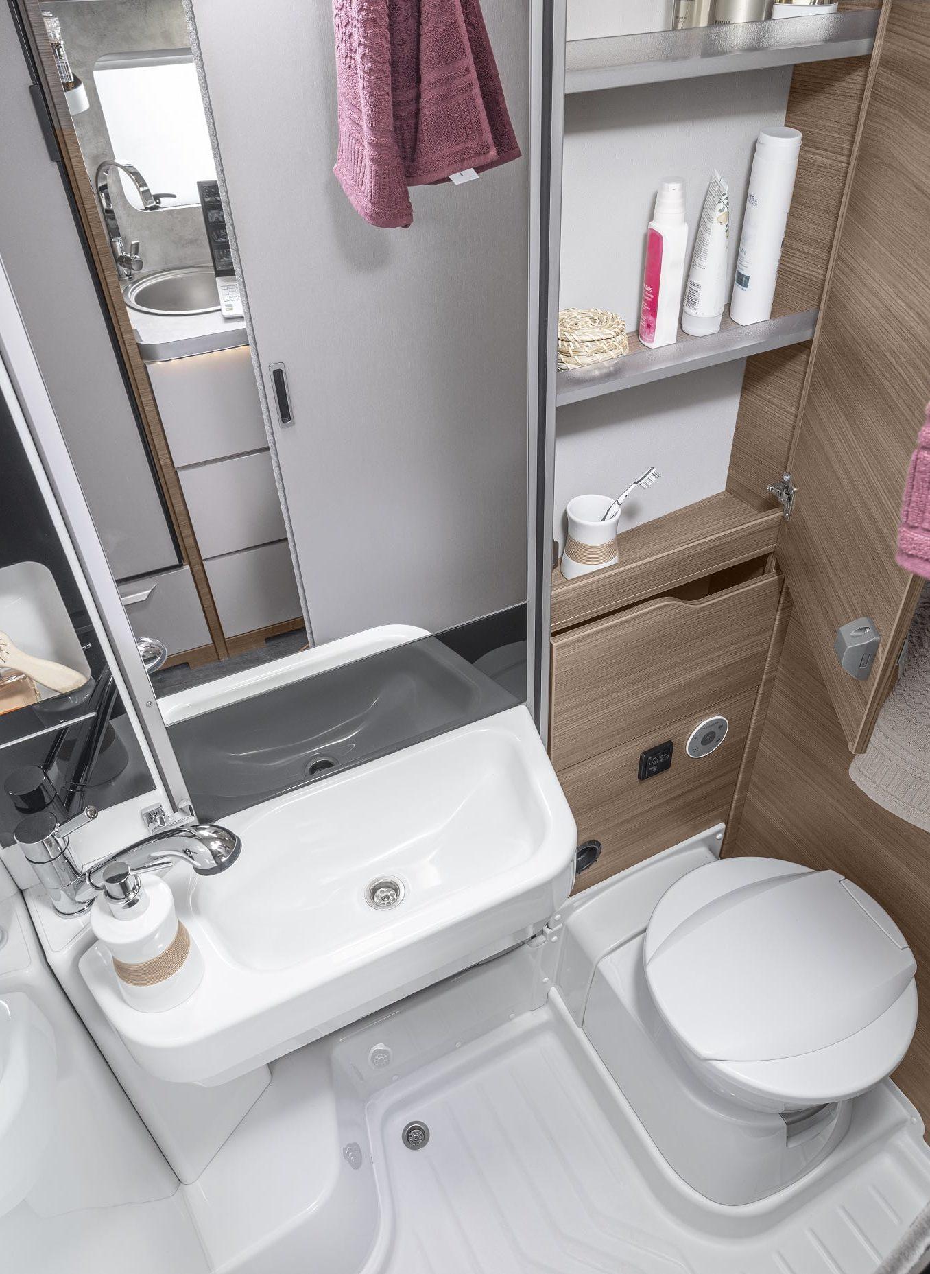 Das Badezimmer im VAN TI 2021